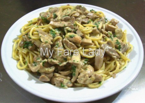 Spaghetti with a Chicken, Mushroom & Cream Sauce